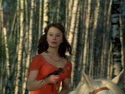 hunting-accident-moj-laskaviij-i-nejnij-zvery-russian-beautiful-lady-in-red-on-white-horse