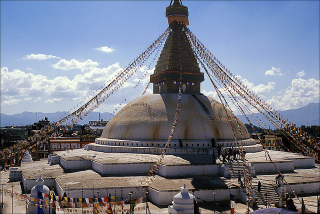 Boudhanath-buddhist-temple-buddhist-colorful-prayer-flags