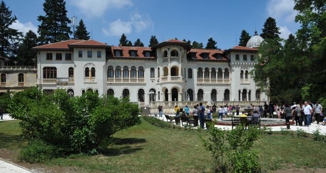 Bulgarian-King-palace-residence-Park-Vrana-Sofia-Bulgaria