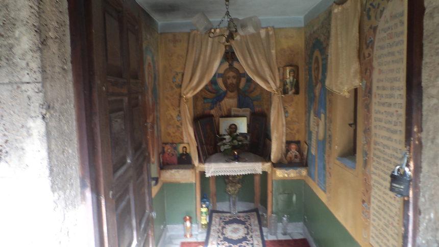 Chapel-with-grave-of-Saint-Nikolay-of-Sofia-3