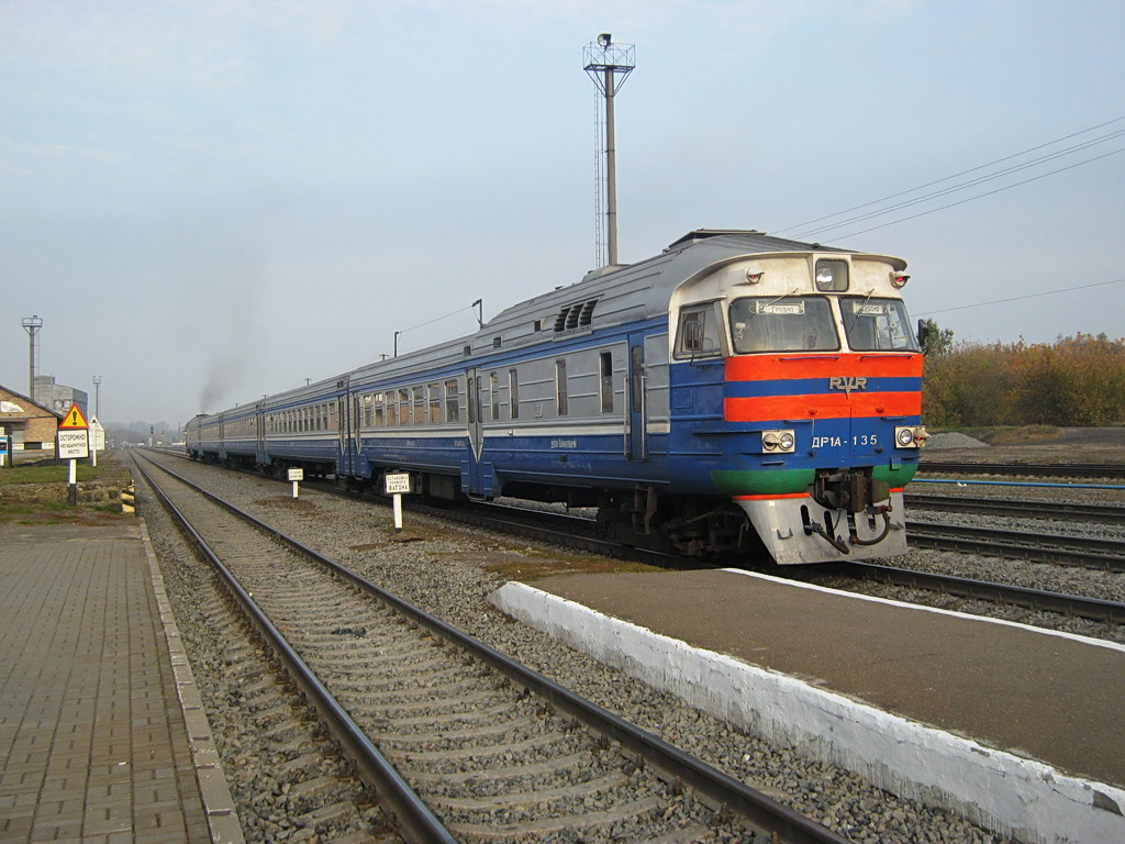 Diesel-Elektrichka-inter-town-village-train-Belarus-DR1A-135
