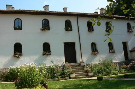 Divotino-monastery-Metoh-monks-cells