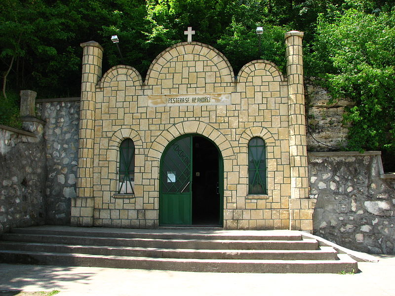 Entrance_to_saint_Andrew-cave-in-Dobrudja-Romania