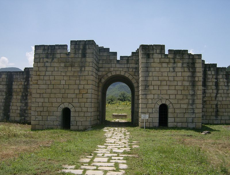 Fortress-Great-Preslav_entrance-walls