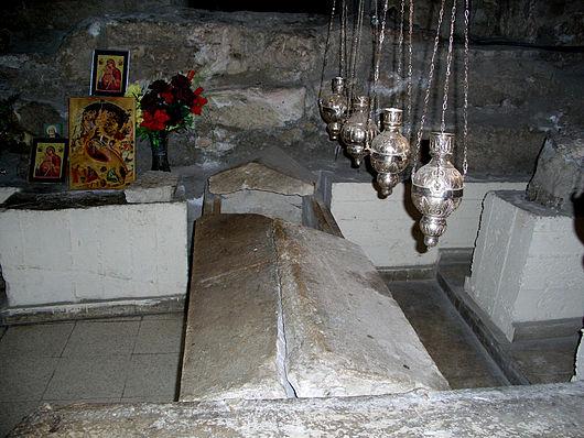 Lazarus_Tomb_in_St_Lazarus_Church_in_Larnaca,_Cyprus