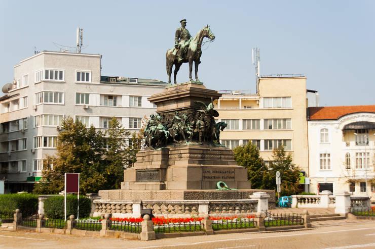 Pametnik_Tsar_Osvoboditel_city-center-Sofia_Alexander_II_Nikolaevich-Russian-emperor-liberator-of-Bulgaria