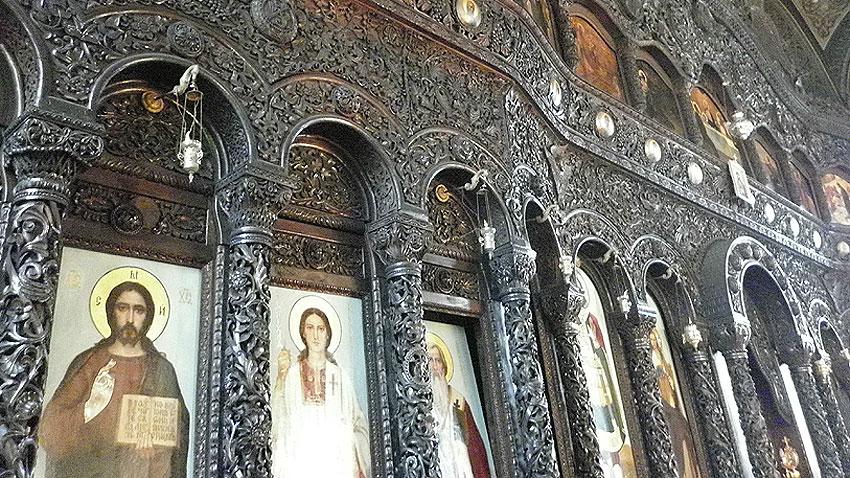 Saint-Nikolay-of-Sofia-Church-Iconostasis-icons