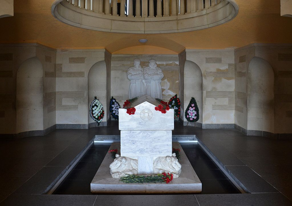 Shipka-Marble-Sarcophagus-with-bones-leftovers-of-Shipka-Heroes-thanks-to-which-Bulgaria-is-free