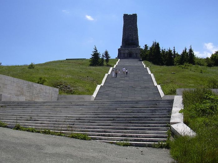 Shipka_890-steps-down-the-peak-liberation-monumentum