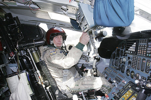 Vladimir_Putin_in_Cockpit_TU-160_Bomber_airplane