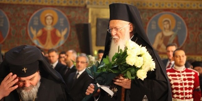 Ecumenical Patriarch Bartholomeus giving his condolescence and veneeration to Patriarch Maxim's body