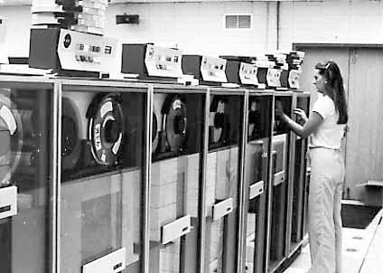 mainframe-super-computer-computing-tape-machine