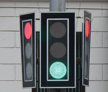 Minsk unusually thin Traffic Lights picture / Unique Traffic Lights