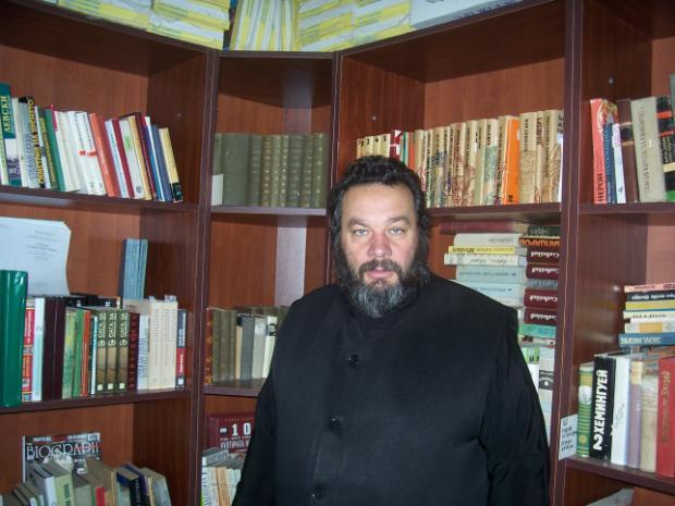 otec_Stoyan_Holy_Trinity_library_Dobrich_Bulgaria