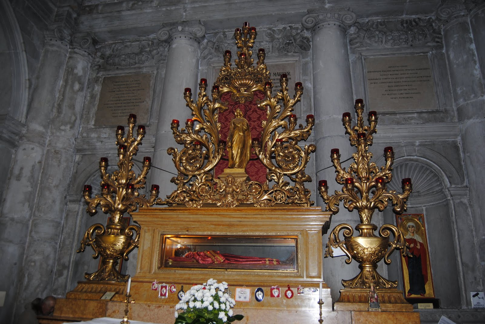 santa_Lucia_incorruptable_saint-martyr-body